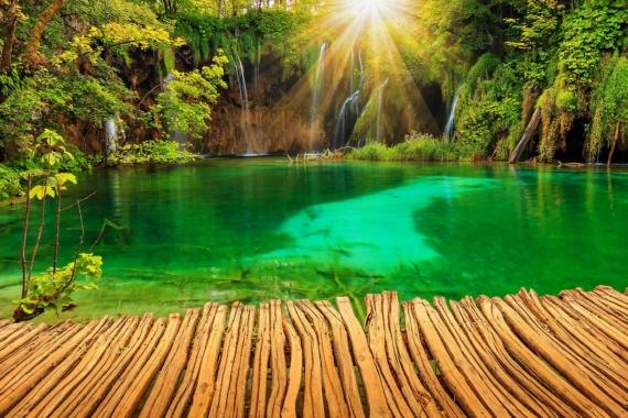 Постер на подрамнике Зелёное горное озеро