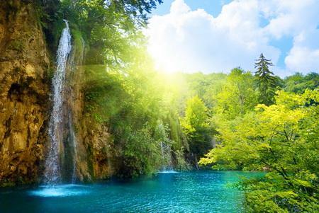 Плакат Водопад в лучах солнца