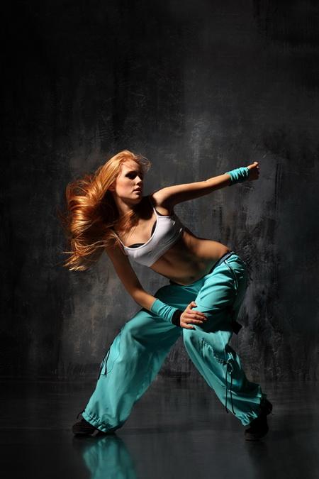 Плакат Танцовщица в голубых штанах