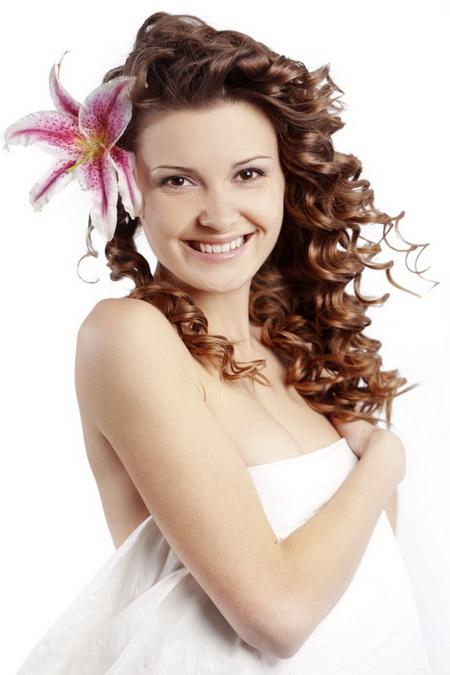 Постер на подрамнике Девушка с орхидеей в волосах
