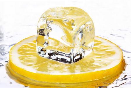Плакат Кубик льда на лимоне