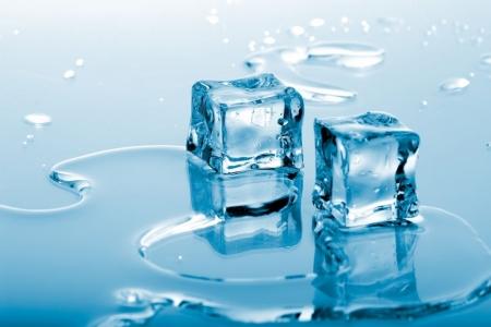 Постер (плакат) Два кусочка льда