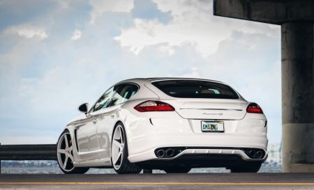 Постер на подрамнике Porsche Panamera белый