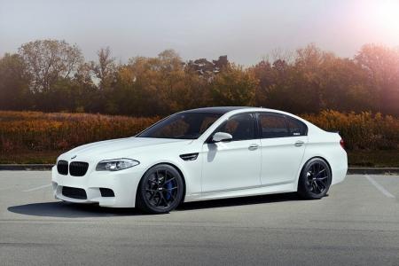 Плакат BMW M5 белый