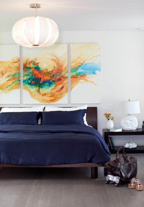 Яркие тона в спальне допустимы, но не в урон общему дизайну и спокойствию владельцев